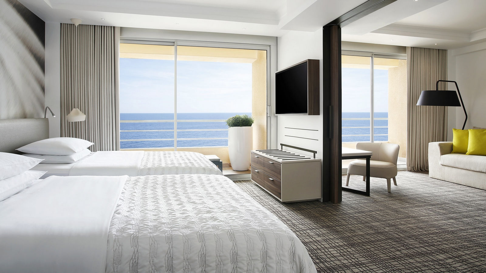 Spacious Suites with two, three and four rooms in Le Meridien Beach Plaza
